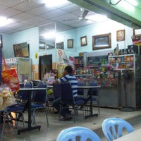 Photo taken at Restoran Beriyani Maju Jaya by Azmi on 1/14/2012