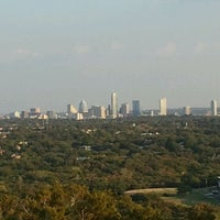 Foto tomada en Covert Park at Mt. Bonnell  por Aby T. el 8/27/2011