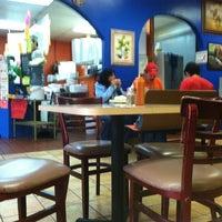 Foto tomada en JV's Mexican Food por Christopher S. el 12/19/2011