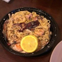 Photo prise au Linguini's Pasta & Vino par Jade H. le6/12/2012
