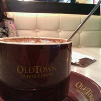 Photo taken at OldTown White Coffee by Annie N. on 7/19/2012