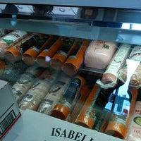 Das Foto wurde bei Parisi Bakery Delicatessen von Ryan W. am 4/9/2012 aufgenommen