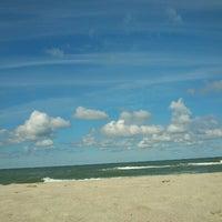 Photo taken at Nidos centrinis pliazas/ Nida Beach by Asta G. on 8/11/2012