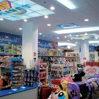 Foto tomada en Toy Planet Lucena por Lucena el 10/18/2011
