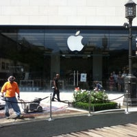 Photo taken at Apple by TONG PO on 7/29/2011