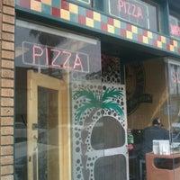 Foto scattata a Abbot's Pizza Company da Jamez il 3/20/2011