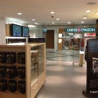 Photo taken at Boutique Vidéotron by Ludovic G. on 11/20/2011