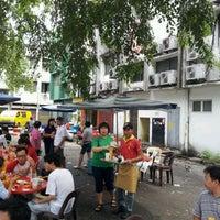 Photo taken at Restoran Yu Ai (友爱海鲜粉) by Mas Johan H. on 12/4/2011