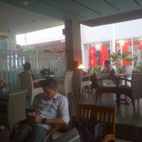 Photo taken at Bengawan Solo Coffee by Ricardo M. on 8/24/2012