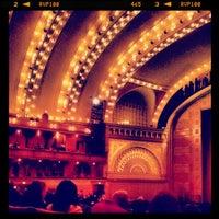 Снимок сделан в Auditorium Theatre пользователем Вадим Т. 4/29/2012