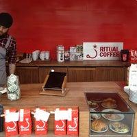 Foto scattata a Ritual Coffee Roasters da Yasmin E. il 4/15/2012