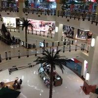 Foto tirada no(a) Shopping Iguatemi por Alexandre B. em 9/7/2012
