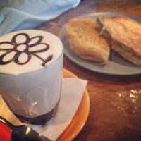 5/31/2012 tarihinde Merylziyaretçi tarafından Bucket Cafe'de çekilen fotoğraf