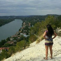 Photo prise au Covert Park at Mt. Bonnell par Liz P. le11/3/2011