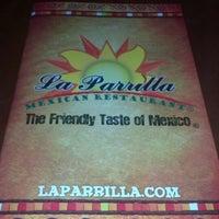 Foto tomada en La Parrilla Mexican Restaurant por Mitchell P. el 8/22/2012