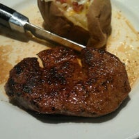 Photo taken at LongHorn Steakhouse by Jamie G. on 8/14/2011