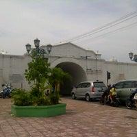Photo taken at Gerbang Benteng Baluwerti by Kokoh H. on 1/29/2012