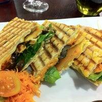 Foto tirada no(a) Seven Wonders Café por Carlos N. em 8/9/2011