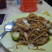 Photo taken at Sadong Indah & Catering by OMClothing O. on 8/4/2012