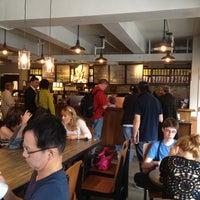 Das Foto wurde bei Starbucks von Michael M. am 5/25/2012 aufgenommen