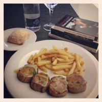 Photo taken at Singularis Restaurante by Saul S. on 6/29/2012
