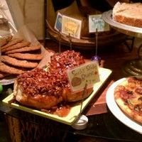 Das Foto wurde bei Flour Bakery & Cafe von Teresa H. am 11/1/2011 aufgenommen