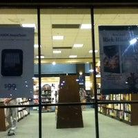 Foto tomada en Barnes & Noble por Sara P. el 6/5/2012