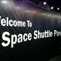 Photo prise au Space Shuttle Pavilion at the Intrepid Museum par Brian le7/21/2012