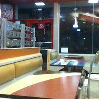 Foto tomada en Burger King por Viviana F. el 8/9/2012