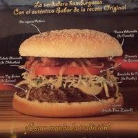 Foto tomada en Rubens Hamburgers por angelica c. el 3/18/2012