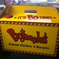 Photo prise au Bojangles' Famous Chicken 'n Biscuits par Olivia M. le3/12/2012