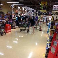 Photo taken at Giant Eagle Supermarket by John H. on 8/26/2012