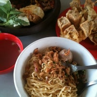Photo taken at Mie Mapan by Rizky B. on 4/20/2012