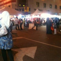 Photo taken at Pasar Malam Jalan Tuanku Abdul Rahman by Kamal O. on 8/12/2012