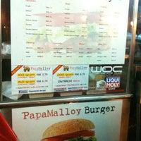 Photo taken at Papamalloy Burger by هوزايفه أويس on 8/27/2012