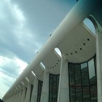 Foto tirada no(a) Gate B72 por Dinh P. em 7/10/2012