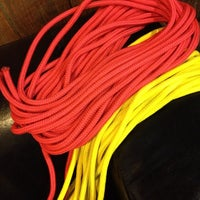 5/7/2012 tarihinde Leah H.ziyaretçi tarafından Mr. S Leather & Mr. S Locker Room'de çekilen fotoğraf