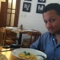 Foto tomada en Lombardi por Iliana el 7/28/2012