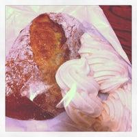 Foto scattata a Katane Bakery da K H. il 6/2/2012