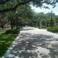 Das Foto wurde bei Military Walk von Linda C. am 7/26/2012 aufgenommen