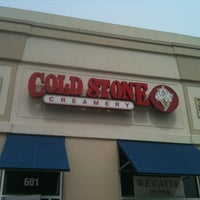 Photo taken at Cold Stone Creamery by J.Carlos V. on 4/14/2012
