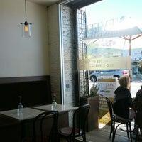 Foto tomada en Neveux Artisan Creamery & Espresso Bar por Alex R. el 6/24/2012