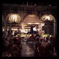 Foto scattata a Gran Caffè Quadri da Asger D. il 7/7/2012