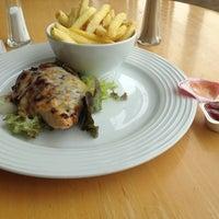 Снимок сделан в Xananas Restaurant пользователем Chao X. 4/3/2012
