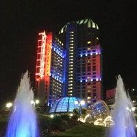 Foto scattata a Niagara Fallsview Casino Resort da Michael K. il 8/19/2012