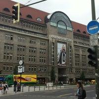 Foto tirada no(a) Kaufhaus des Westens (KaDeWe) por Bia K. em 7/3/2012