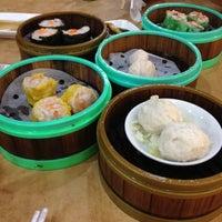 Photo taken at Restoran Jin Xuan Hong Kong Sdn. Bhd. (锦选香港特极点心) by Dennis K. on 6/13/2012