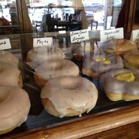 รูปภาพถ่ายที่ Dun-Well Doughnuts โดย Jenny เมื่อ 7/21/2012