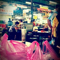 Photo taken at Cecil St. Wet Market & Hawker Stalls (七条路巴刹) by Lyn郑涵予 on 9/5/2012