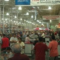 Foto diambil di Costco Wholesale oleh Daniel P. pada 8/23/2011
